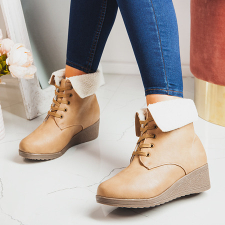 Beige boots with a sheepskin wedge Osen - Shoes