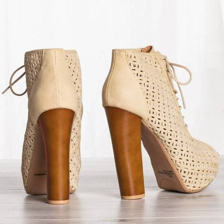 OUTLET Beige shoes on the Ritta post - Footwear