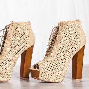 Beige shoes on the Ritta post - Footwear